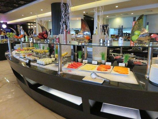 Sofitel Abu Dhabi Corniche: breakfast buffet
