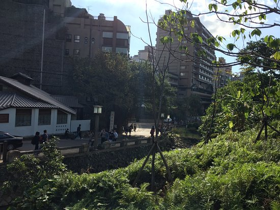 Beitou Hot Spring : Cool breezes, clear sky, spring yellowery, a street artist's melodious flute appealed all touris