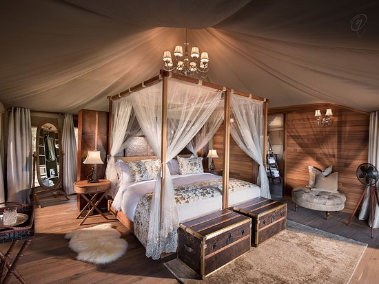 One Nature Nyaruswiga Serengeti Luxury Family Tent bedroom with Emperor-sized bed en : bed sheet tent - memphite.com