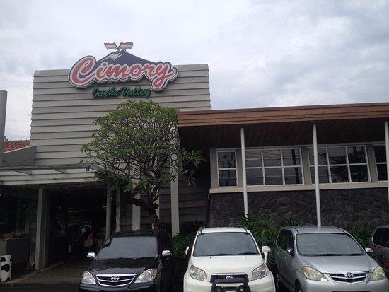 Tampak Muka Menjelang Masuk Lobby Cimory Semarang