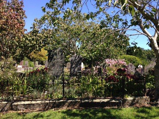 New Plymouth, Nya Zeeland: Just one lovely corner of Te Henui cemetery