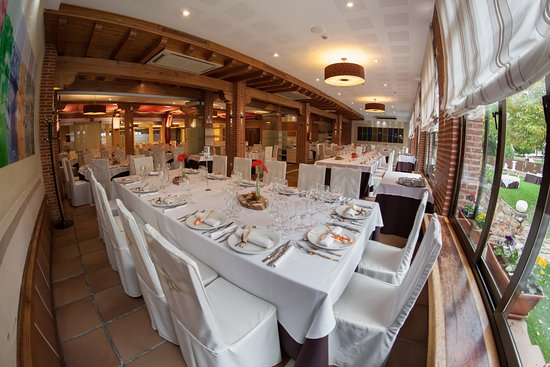 La Lastrilla, Ισπανία: Salon & Restaurante #ventamagullo