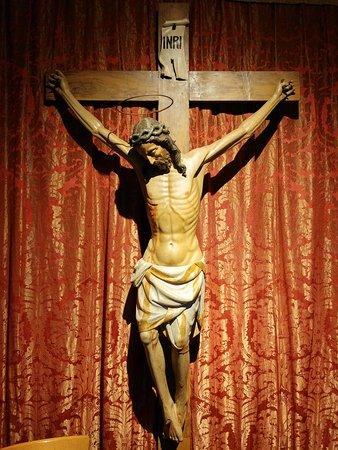 Chiesa dei Gesuati o Santa Maria del Rosario : Crucifijo en madera policromada (siglo XV)
