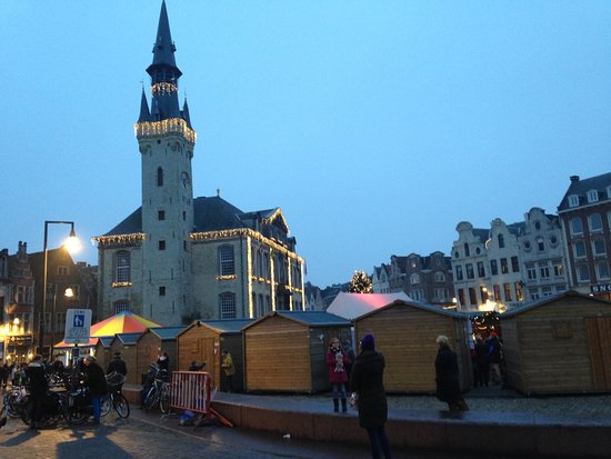 Lier, Belgio: grote markt en stadhuis