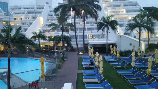 La Montagne: Taken early evening after pool closed