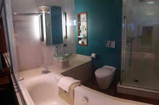La Montagne: Revamped Studio bathroom