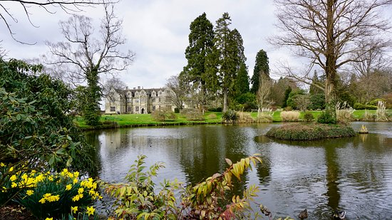 Haywards Heath, UK: pond and mansion behind