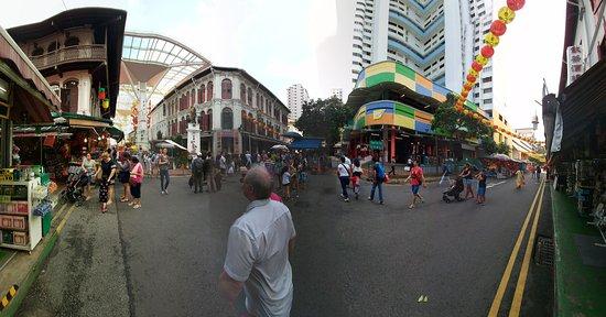 Santa Grand Hotel Bugis: Main street