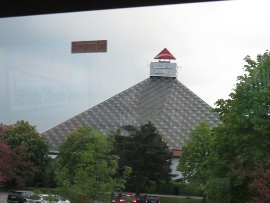 Voesendorf, Austria: Piramid penanda hotel