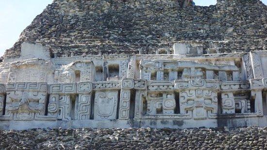 Ruines et musée de Cahal Pech : Artefacts