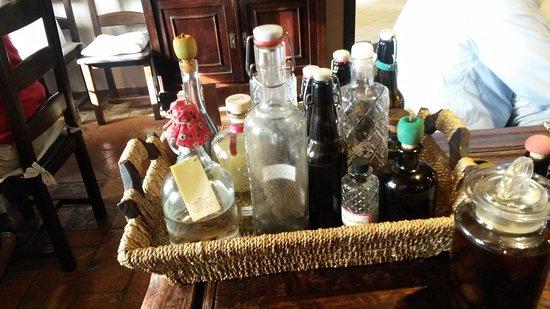 Credenza Per Liquori : Lampia gamma dei liquori fatti in casa foto di agriturismo