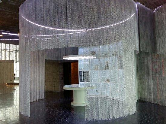 Museo Nacional de Ciencia y Tecnología: cortina metálica