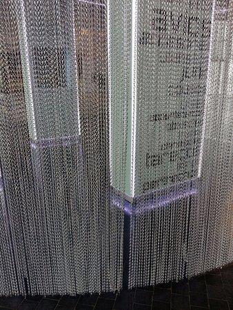 Museo Nacional de Ciencia y Tecnología: paneles tras las cortinas