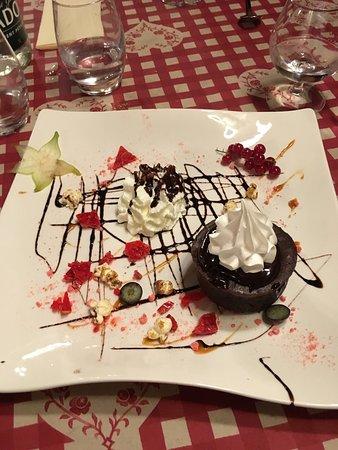 Chez Mamie Lise : Mont d'or fumé par la maison accompagné de charcuterie salade et pomme de terre, et dessert moel