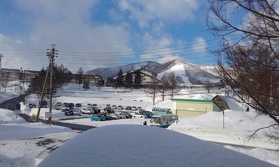 5 minute walk to the slopes & chair lifts or to Madarao Kogan Ski Resort where buses leave from.