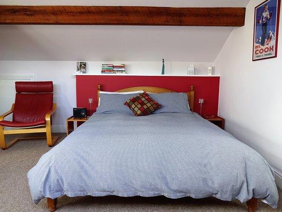 Thorncliffe B&B Hebden Bridge: Attic bedroom king size bed