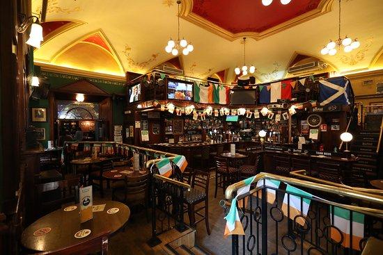 scholars lounge irish pub  rome - pigna