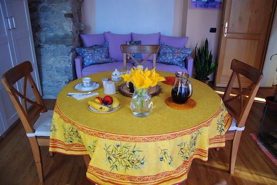Cascina Armonia: La sala delle colazioni, a piano terra.