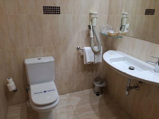 Паоакуельос-де-Харама, Испания: Baño de la habitación grande