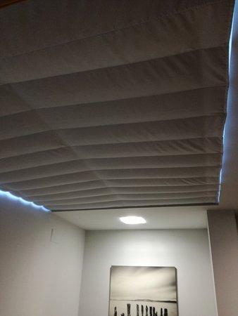 Паоакуельос-де-Харама, Испания: Persiana de la ventana del techo de la habitación pequeña