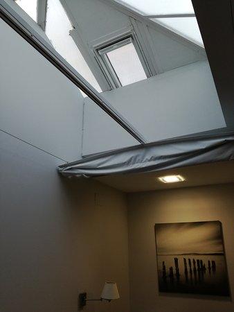 Паоакуельос-де-Харама, Испания: Ventana del techo de la habitación pequeña