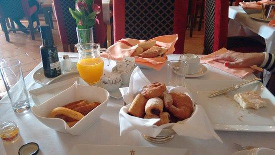 Parador de Alarcon: The first delivery at breakfast.