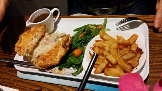 Holmes Chapel, UK: Chicken pie with veggies