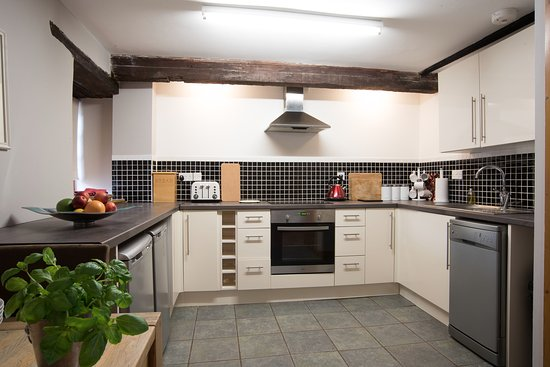 Taunton, UK: The Granary kitchen - fully equipped for your stay