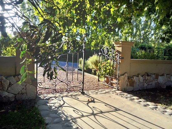 Posada Verde Oliva: garden gates