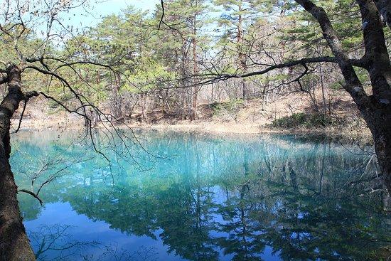 Kitashiobara-mura, Jepang: 水色と青色の美しさ。
