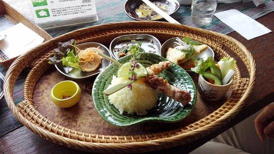Ikoma, Japan: お昼の定食です、これだけじゃ少ないよ。