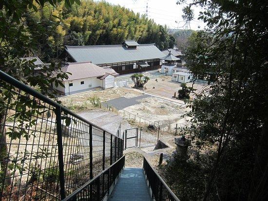 Higashiura-cho, Japão: 焼け落ちたがれきはきれいになった本堂跡