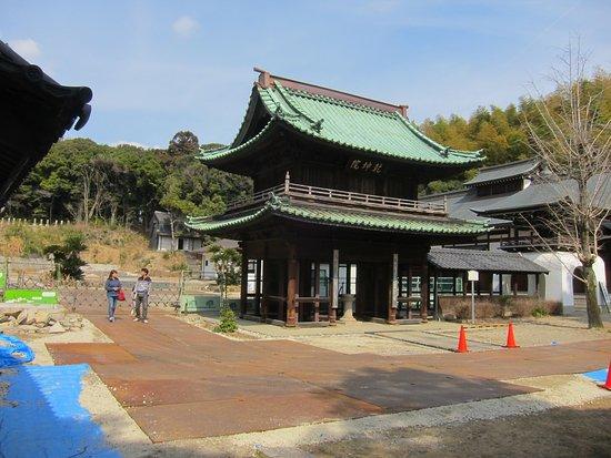 Kenkonin : 一部延焼の山門も修繕なった