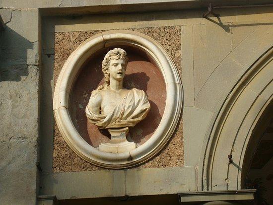 Capannori, Italia: un medallón decrativo