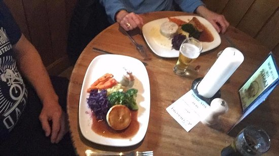"Topsham, UK: ""Classic"" Mini-Pies - Stake & real ale + Chicken & Ham"