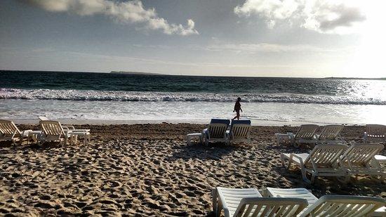 Esmeralda Resort: walking on beach - sunrise