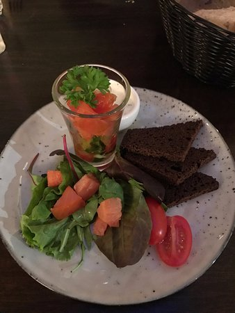 Borgarnes, İzlanda: Fish tartar with rye bread