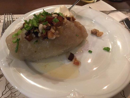 Zemaiciu Asotis: Крем суп грибной, циппилины с мясом. Сытно