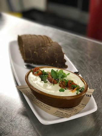 Oviedo, Flórida: Goat cheese fondue with house baked bread