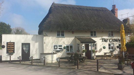 Cholderton, UK: Picture postcard quintessential British pub!