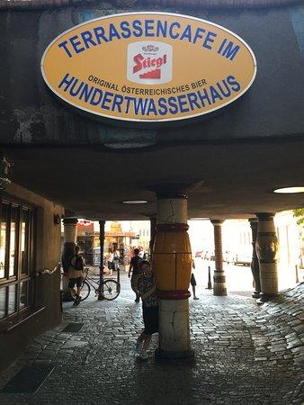 Hundertwasserhaus: photo3.jpg