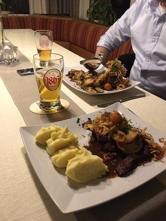 Frauenstein, Duitsland: Kalbsleber, Steak und Freiberger Bier ...