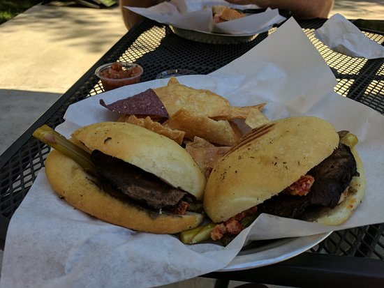 Elk Grove, Kalifornien: Portabella, asparagus sandwich with chips and homemade salsa