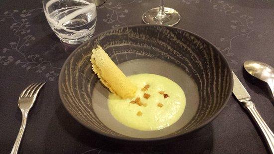 Restaurant La Balette: Diner : Mise en bouche : velouté d'asperges et tuile de parmesan