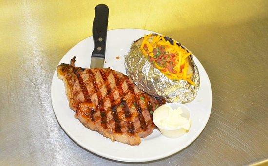 Easley, Carolina del Sud: Steddy's Famously juicy and delicious rib eye steak dinner