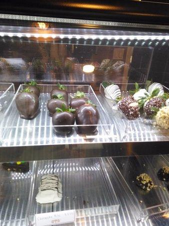 Downey, CA: Strawberries and cheesecake