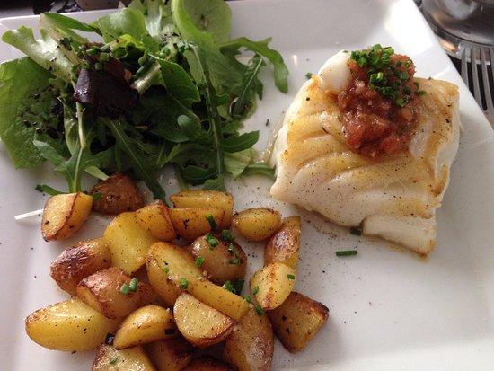 L'Ardoise : Dos de cabillaud et sa sauce aux tomates fraiches, patates au beurre