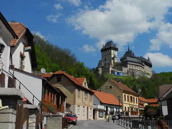 Karlstejn, Tjekkiet: taken from the town, on our way to the castle