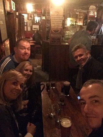 Carrigart, Irlanda: Drinks before dinner.
