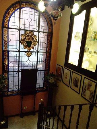 Fonda Genara : Escaleras antiguas acceso